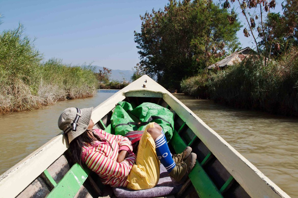 boating Inle Lake