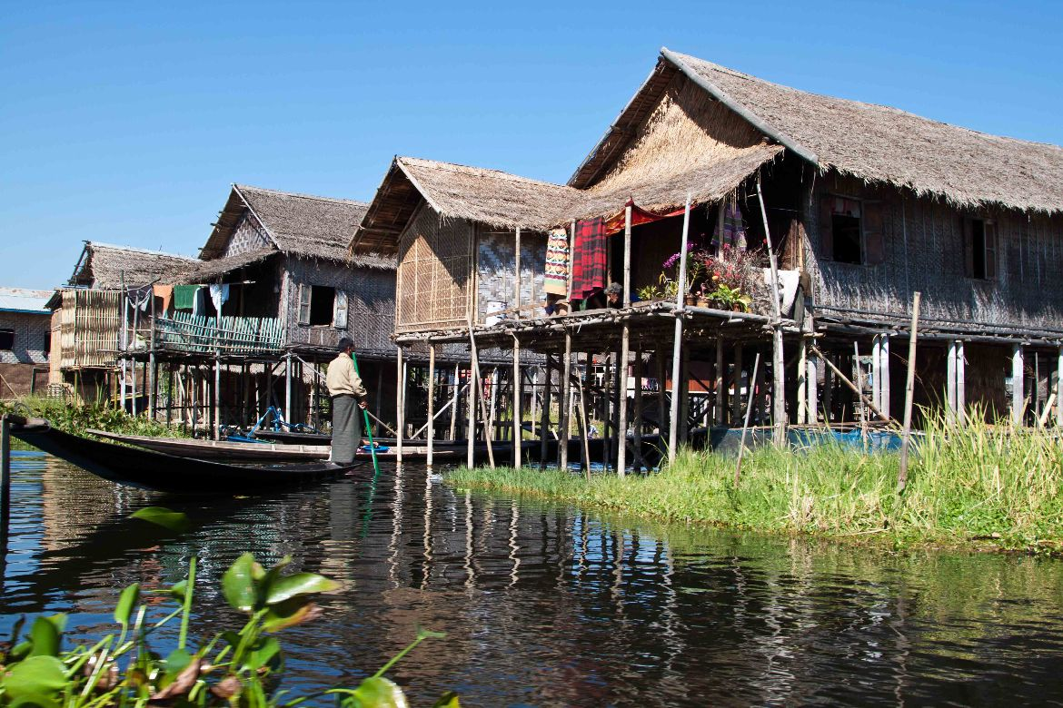 houses on stilts inle lake