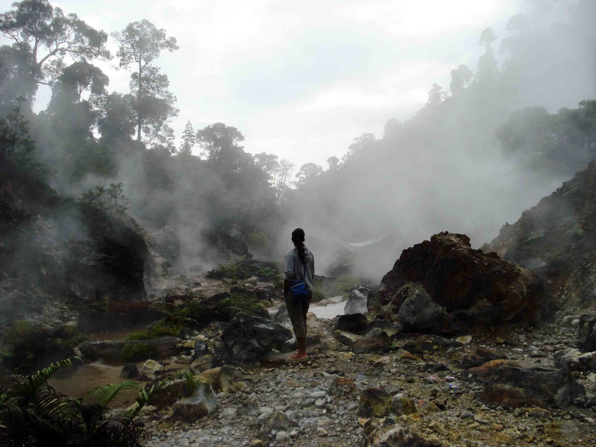Trekking to Kawah Cibuni hot springs 6