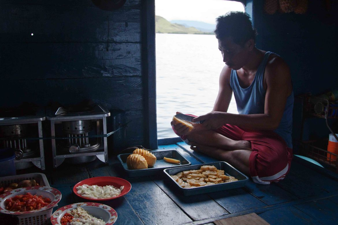 Food boat trip Komodo tour